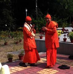 Swami Jnanalokanandaji transfers charge to Swami Sivapradananda